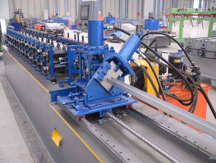 U Stud Roll forming machine with Punch