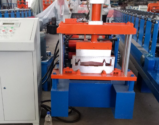 Self lock type Roof panel roll forming machine