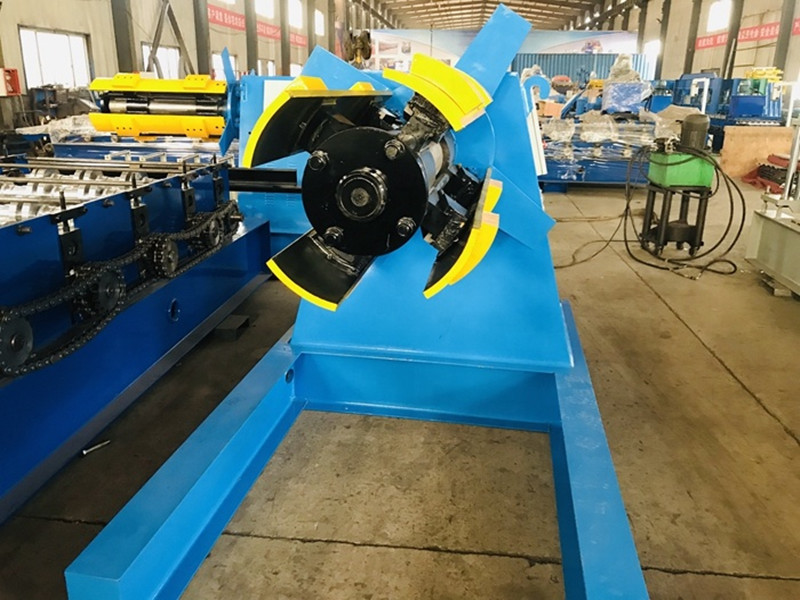 Automatic Decoiler with pressing arm for the metal coils